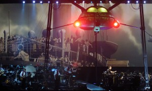 JEFF WAYNE'S MUSICAL VERSION OF WAR OF THE WORLDS.